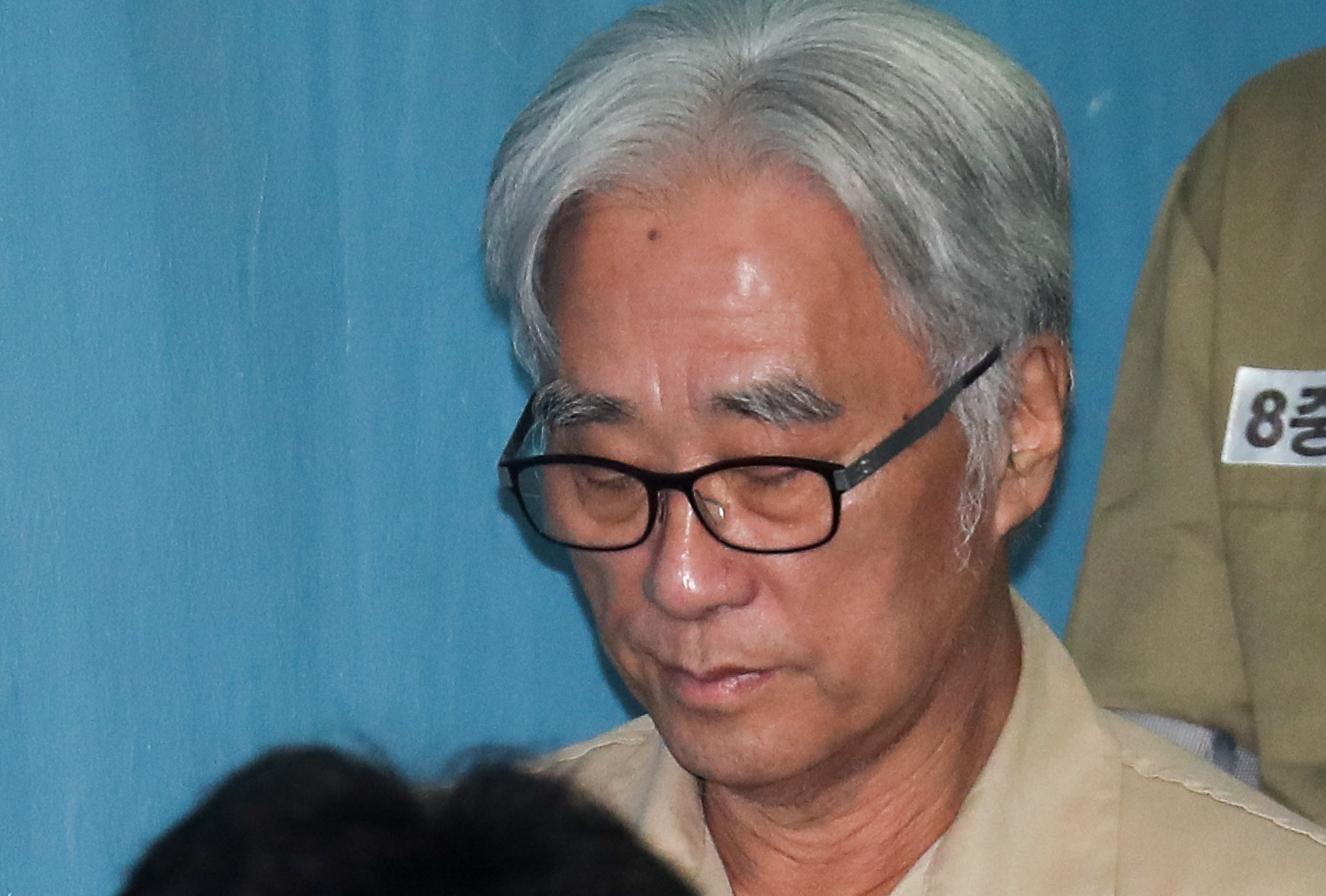 연기 지도라며 극단 단원 상습 성추행 이윤택, 징역 6년