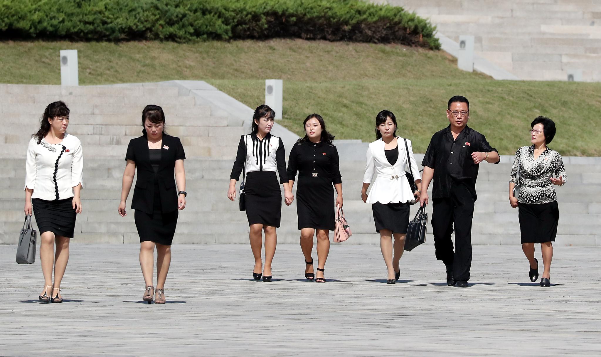 비슷한 옷차림을 한 평양시민들의 모습. 평양사진공동취재단