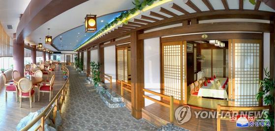 평양대동강수산물식당이 개업했다고 조선중앙통신이 7월 30일 보도했다. [연합뉴스]