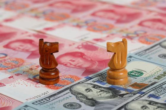 중국이 보유한 미 국채가 6개월 만에 최저를 기록했다. 미국과의 무역 전쟁 속에 중국이 보복 조치로 미 국채를 매각했다는 분석이 나온다. [중앙DB]