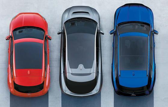 재규어의 콤팩트 SUV E-PACE, 순수 전기 SUV I-PACE, 브랜드 역사상 첫번째 SUV F-PACE(왼쪽부터).