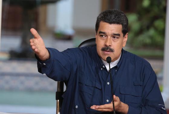 25일(현지시간) 베네수엘라 카라카스의 미라플로레스 궁전에서 열린 정부행사에 참석한 니콜라스 마두로 대통령.[EPA=연합뉴스]