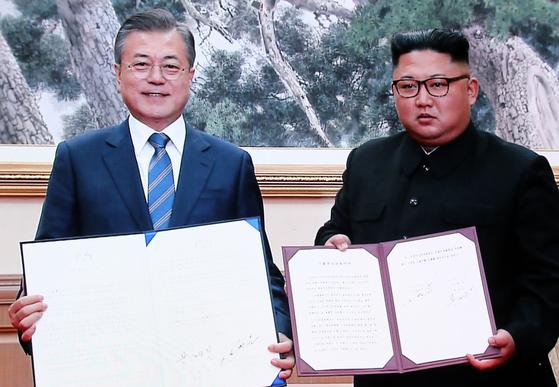트럼프에 공 넘긴 김정은식 비핵화 이벤트
