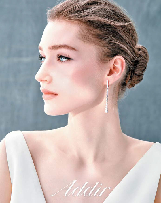 럭셔리 주얼리 브랜드 아디르는 상품기획과 디자인은 물론, 다이아몬드 원석 구매에서 제작·판매·브랜딩에 이르는 모든 과정을 신세계백화점이 직접 한다. [사진 신세계]