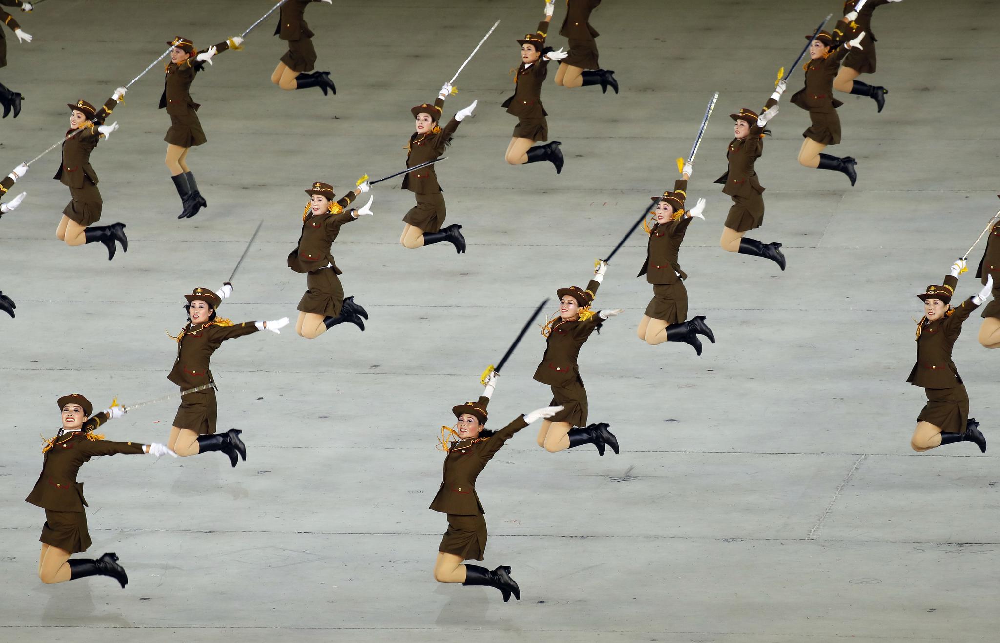 문재인 대통령과 김정은 북한 국무위원장이 19일 오후 평양 5.1 경기장을 방문해 대집단체조와 예술공연 '빛나는 조국'을 관람했다. 공연단이 멋진 공연을 펼치고 있다. [뉴스1]