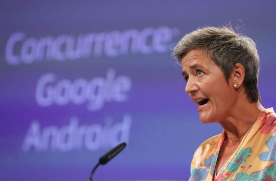 구글·애플 '저승사자' EU 경쟁 위원, 아마존도 조사 착수