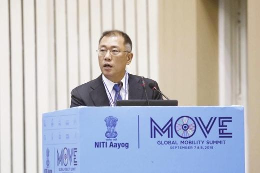 정의선 현대차그룹 수석부회장이 이달 초 인도에서 열린 '무브(MOVE) 글로벌 모빌리티 서밋'에서 기조연설을 하고 있다. [사진 현대차그룹]