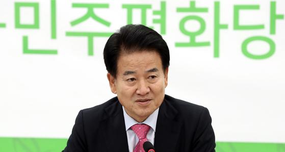 정동영 민주평화당 대표가 21일 오전 서울 영등포구 여의도 국회에서 평양방문관련 기자간담회를 하고 있다. [뉴시스]