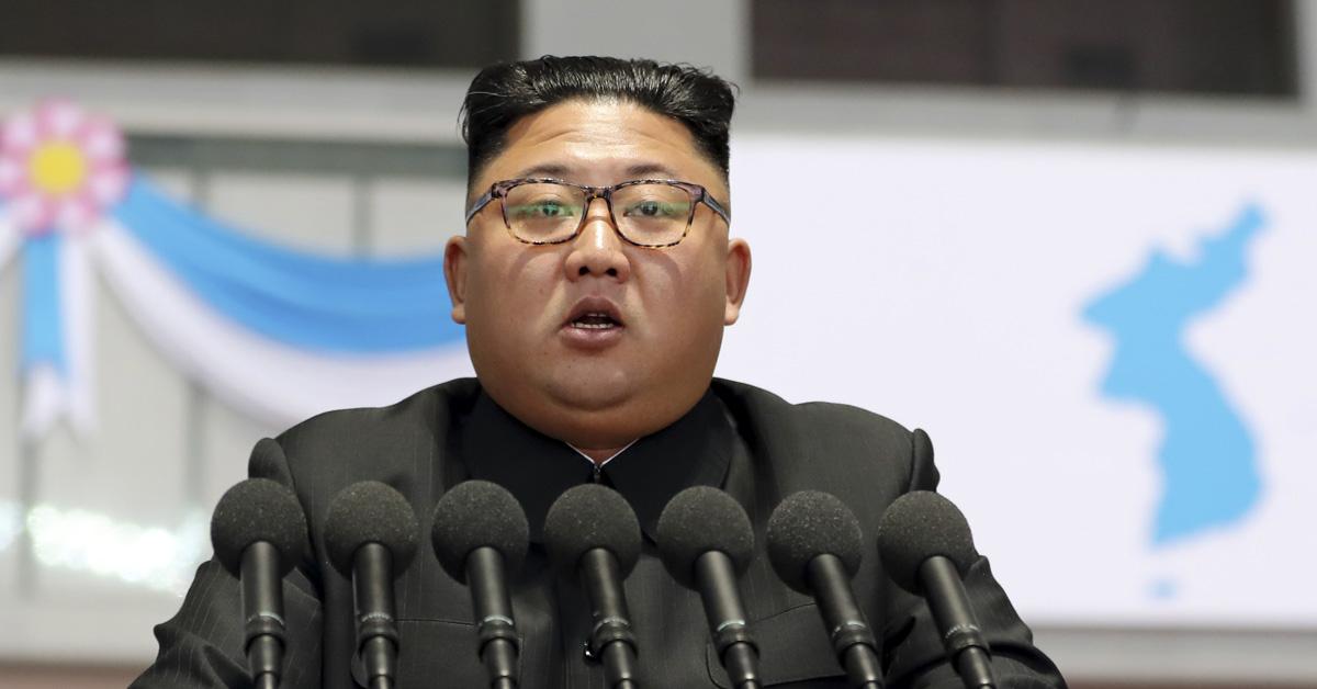 김정은 국무위원장이 19일 밤 평양 5.1 경기장에서 열린 '빛나는 조국'을 관람한 뒤 평양 시민들앞에서 연설을 하고 있다. [평양사진공동취재단]