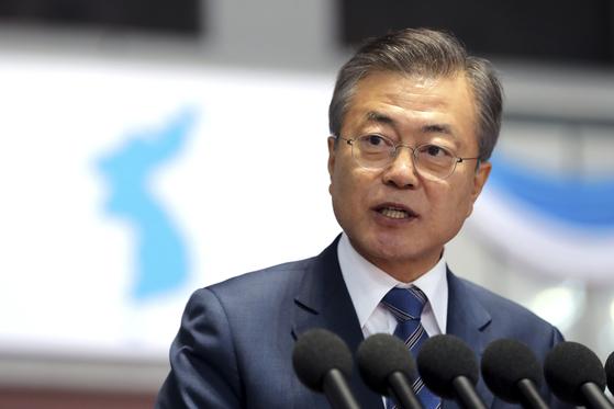 """文대통령 지지율 61%, 전주 대비 11%p↑…""""남북정상회담 영향"""""""