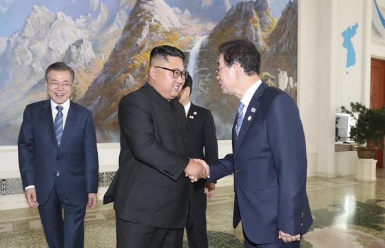 김정은, 돌아갈 다리 불 질렀다 방북 인사가 본 회담
