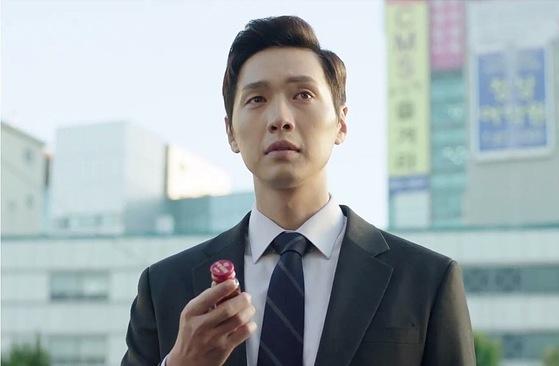 드라마 '송곳'의 화자이자 사건의 중심에 있는 이수인(지현우 분). 육사 출신으로 불의를 보면 참지 못하고 할 말은 꼭 해야 하는 인물이다. [사진 JTBC]