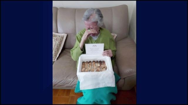 정신 맑지 않지만…北 송이버섯 받고 눈물 흘린 할머니