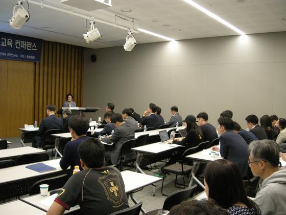 박경애 캐나다 브리티시컬럼비아대학(UBC) 공공정책 및 국제학 대학의 한국학 연구소 소장(교수)이 20일 오후 서울 연세대에서 열린 '북한 경영자 교육 컨퍼런스'에서 주제 발표를 하고 있다. [연세대학교 경영대학 제공]