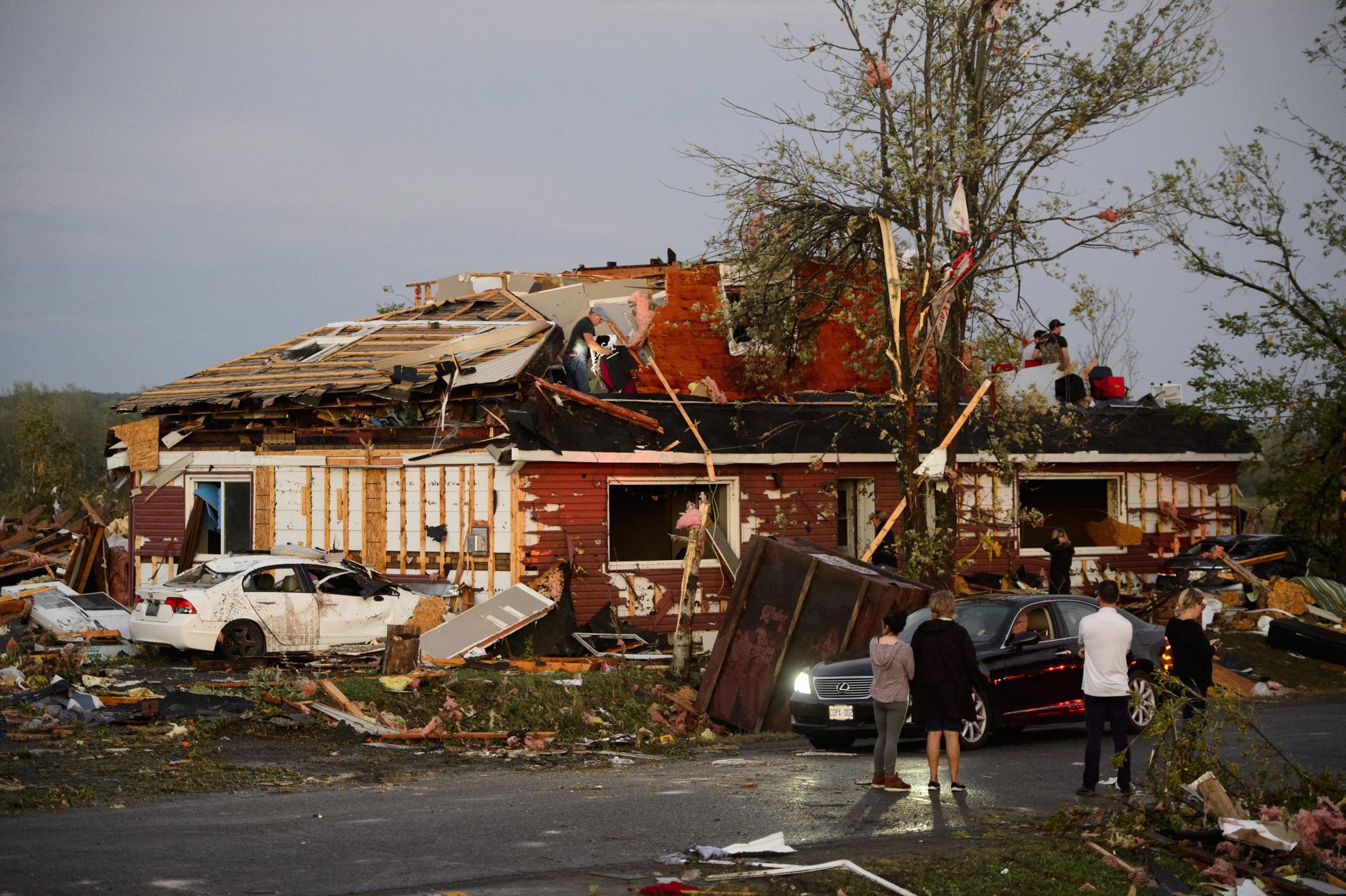 [서소문사진관]토네이도로 집이 평평해, 캐나다 던로빈 피해 심각