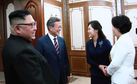 [단독] 문재인-김정은 담소 때 XX하네? 욕설 아닌 기계 잡음
