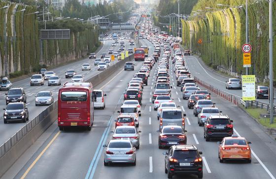 부산→서울 8시간 30분…전국 고속도로는 주차장