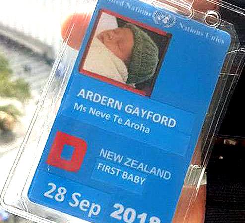 '뉴질랜드 퍼스트 베이비'라고 적힌 니브 테 아로하의 ID카드. '퍼스트 맨'인 아빠 게이퍼드가 자신의 SNS에 공개했다.