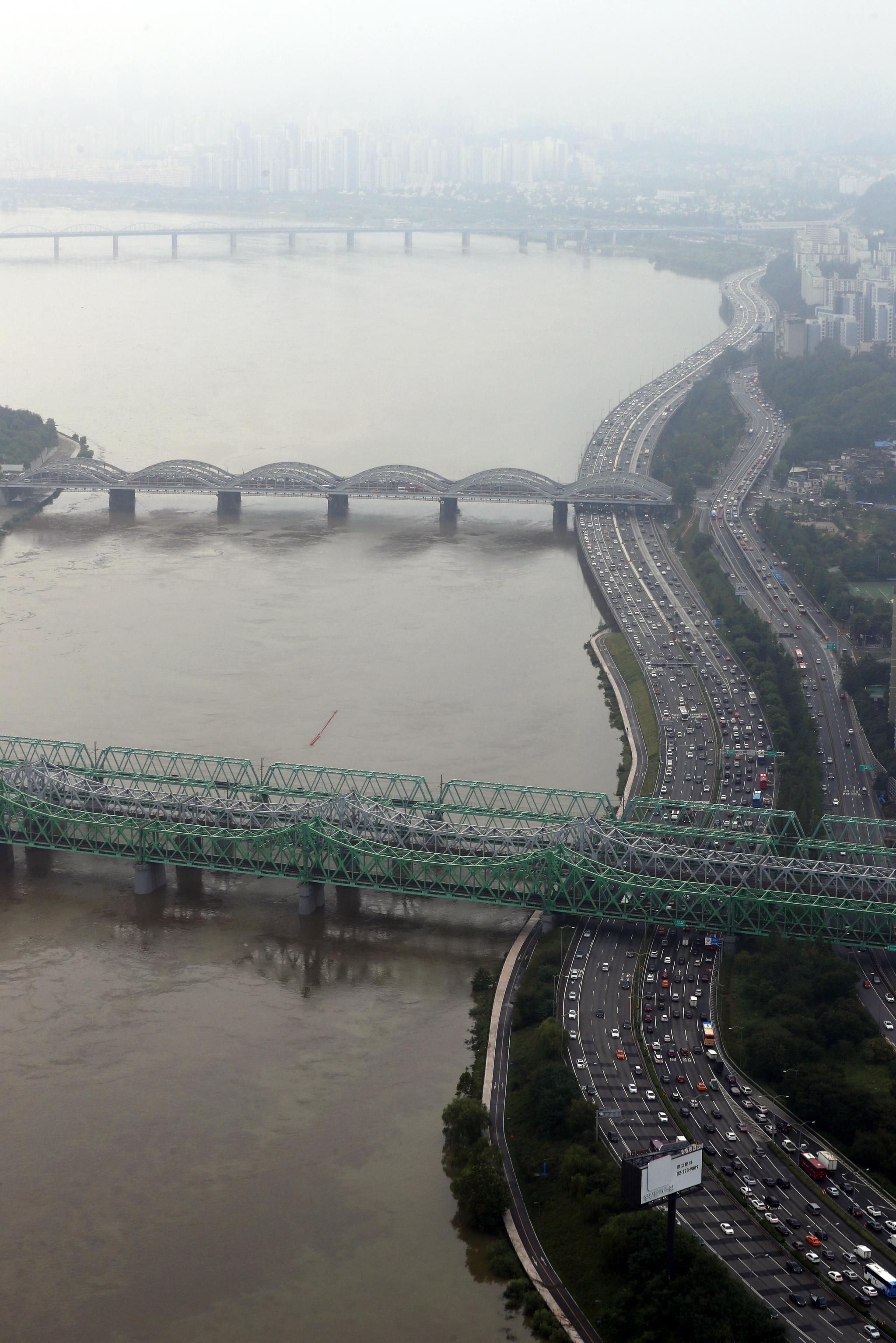 지난 8월30일 오전 서울 여의도 63스퀘어에서 바라본 한강. [뉴스1]