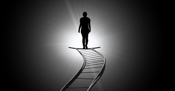 근사체험자의 대부분 수기에는 죽음의 순간 밝은 빛이 나오는 터널을 지난다고 한다. 망자는 평화를 느끼고 빛을 따라 다른 생으로 넘어가게 되는 것이다. [사진 pixabay]