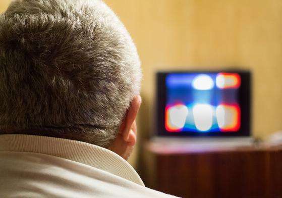 65세 이상 노인들의 여가시간은 하루 7시간 이상으로 길어졌지만 노인들은 길어진 여가를 대부분 TV 시청을 하며 보낸다. [사진 pxhere]