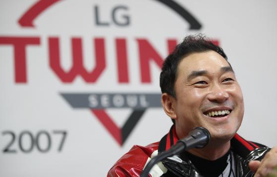 28일 잠실 KIA전을 앞두고 은퇴 기자회견을 가진 LG 투수 봉중근. [연합뉴스]