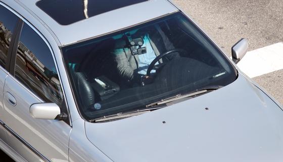 개정된 도로교통법 시행을 하루 앞둔 27일 안전띠를 하지 않은 운전자가 서울 시내 도로를 주행하고 있다. [연합뉴스]