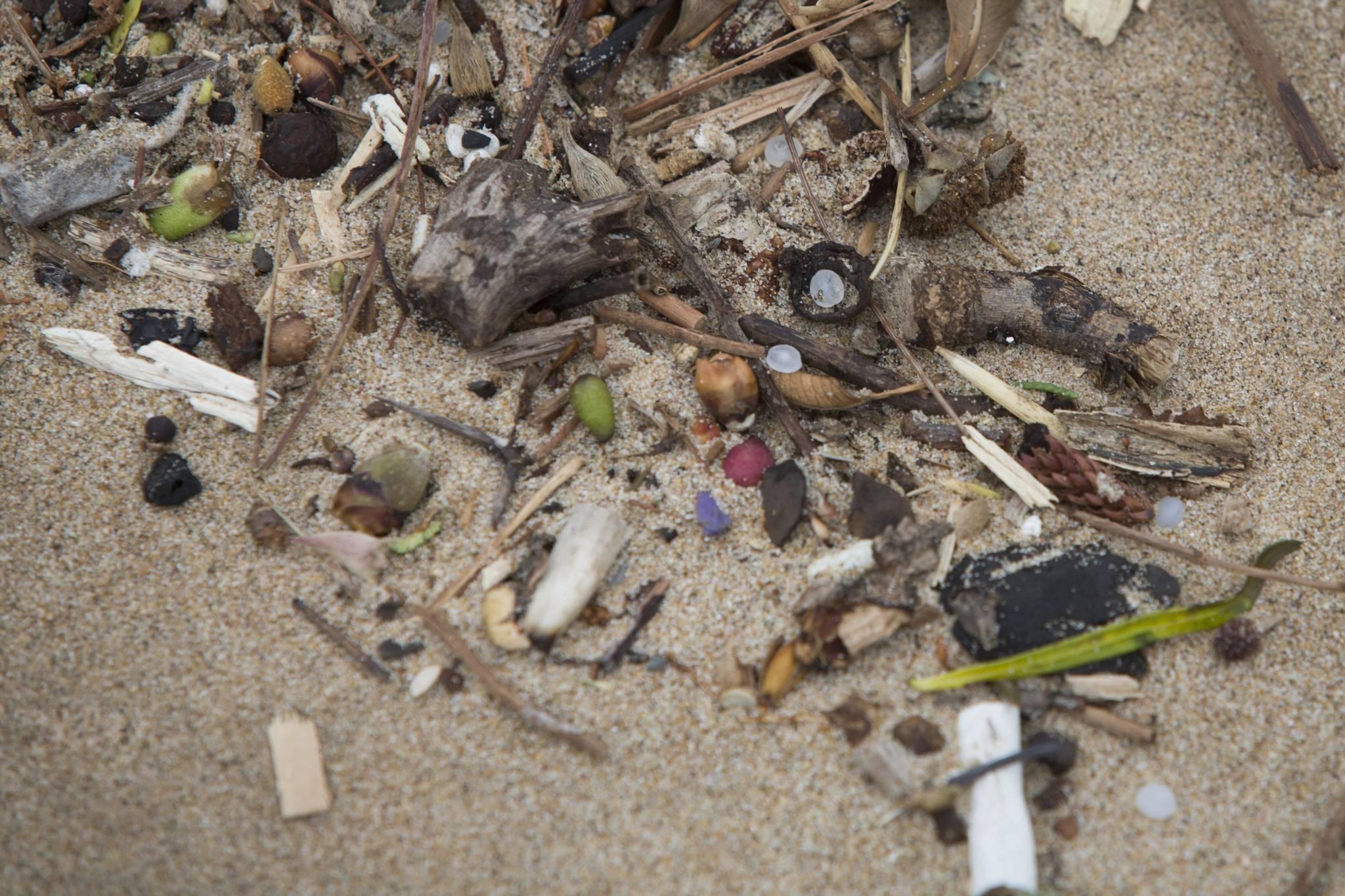 남아프리카공화국 더반 해안에 쌓인 플라스틱 쓰레기. [EPA=연합뉴스]
