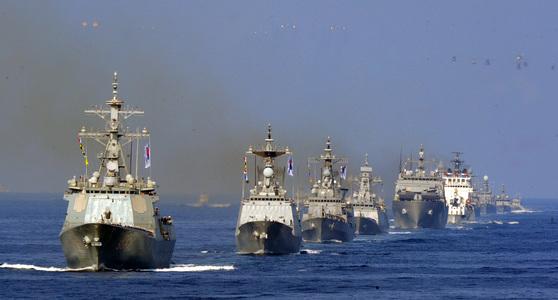 2015년 해군 창설 70주년 기념 대한민국 관함식 모습.[중앙포토]