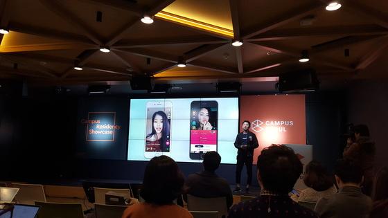 구글 서울캠퍼스 쇼케이스에 참가한 스타트업 창업자들이 비즈니스 모델을 설명하고 있다. 김동호 기자