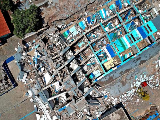 2018년 9월 29일 강진으로 무너져 내린 인도네시아 술라웨시섬 팔루시 시내 한 호텔. [AFP=연합뉴스]