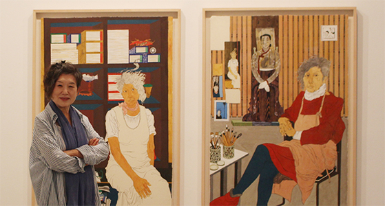 """3년 전 채색화를 시작한 윤석남 작가는 이번 개인전에서 자화상 연작을 처음 공개했다. '우리 옛 여성들의 초상화가 거의 없어 안타깝다. 앞으로 우리 주변의 여성들을 맘껏 그려보고 싶다""""고 했다. [사진 학고재]"""