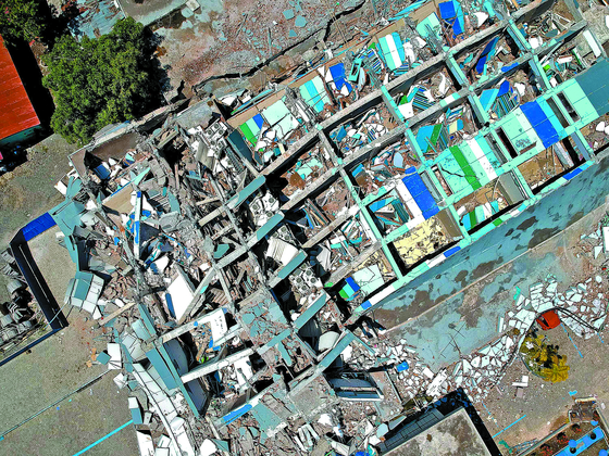 인도네시아 강진·쓰나미 최소 832명 사망
