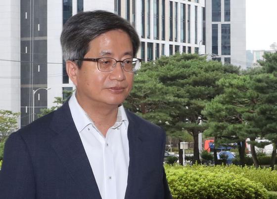 지난달 14일 오전 서울 서초구 대법원으로 출근하고 있는 김명수 대법원장 [연합뉴스]