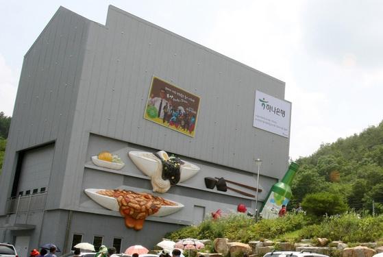 2011년 5월 개관한 경북 청도군 철가방극장. 7년간 20만명이 공연을 보기 위해 다녀갔다. [중앙포토]