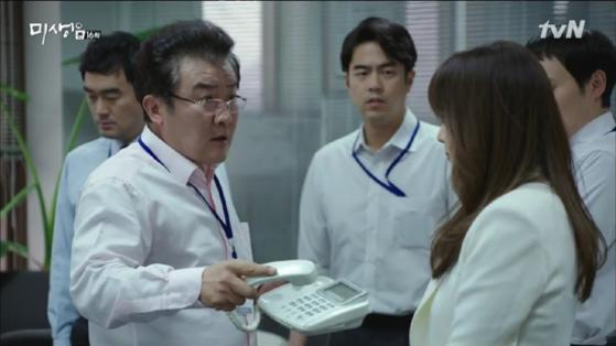 '미생'의 한 장면. 직장 내 갑질 등 현실적인 직장 내 문제들을 다룬 드라마다. [사진 tvN]