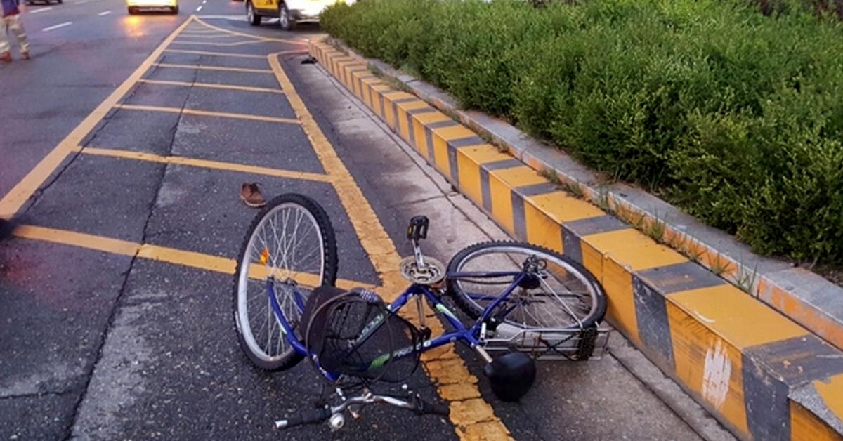 1일 전북 전주의 한 도로에서 자전거를 타고 횡단보도를 건너던 50대가 사망하는 사고가 났다. 사진은 사고 현장 모습. [사진 전북 전주덕진경찰서]
