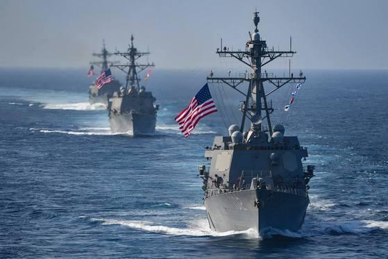 7함대 소속 이지스 구축함들이 해상훈련에서 기동을 하고 있다. 세계 최강이라는 명성을 가진 7함대도 태평양사령부 예하 부대다. [사진 태평양사령부]