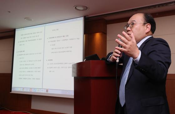 김선웅 한국프로야구선수협회 사무총장이 1일 기자간담회를 열고 KBO가 제시한 FA 제도 개편안에 대한 부정적 의사를 밝혔다. [연합뉴스]