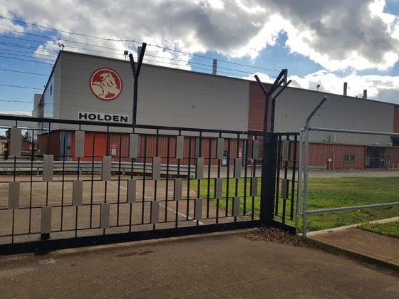 호주 애들레이드 인근 엘리자베스 지역에 위치한 GM홀덴 공장. 지난해 10월 문을 닫은 후 생산 설비들은 완전히 가동을 멈췄고 드나드는 사람이나 차도 없었다. 애들레이드=윤정민 기자