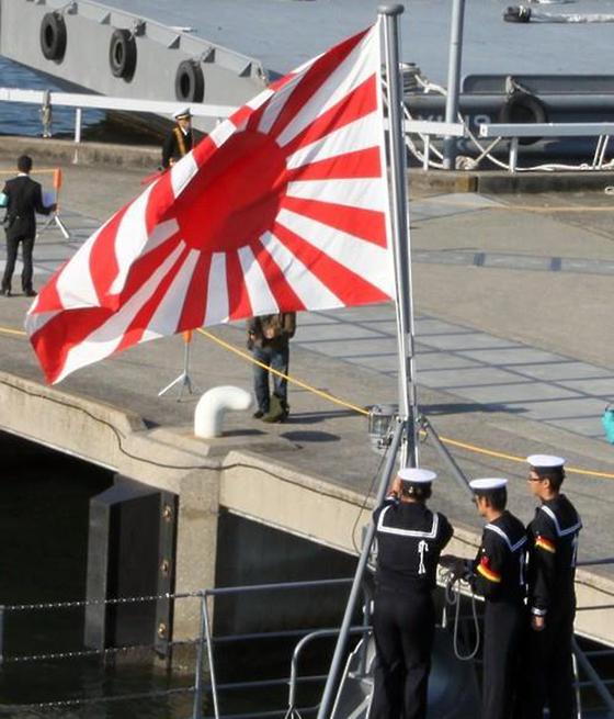일본 욱일기에 분노, 태극기 게양은 드물어…개천절 두 모습