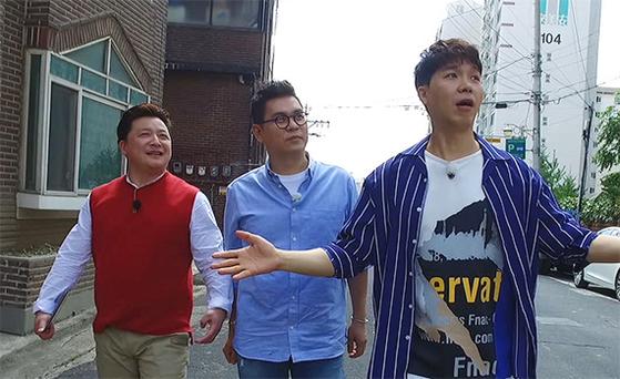 의뢰인이 MC와 함께 현장을 찾는 콘셉트로 바뀐 KBS1 '2018 TV는 사랑을 싣고'. 현장감이 한층 높아졌다. [사진 각 방송사]