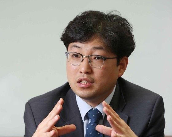 양홍석 변호사는 구치소 압수수색과 관련 '피의자의 방어권 행사'라는 측면을 바라봐야 한다고 강조했다. [중앙포토]