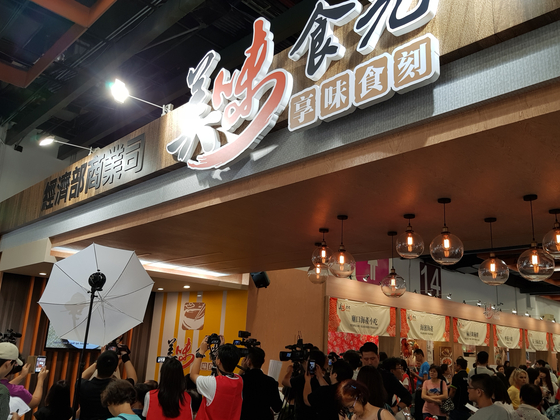 천하의 음식을 가진 타이완, 그 타이완 음식을 집대성한 대만미식전의 푸드코트. [사진 박상주]