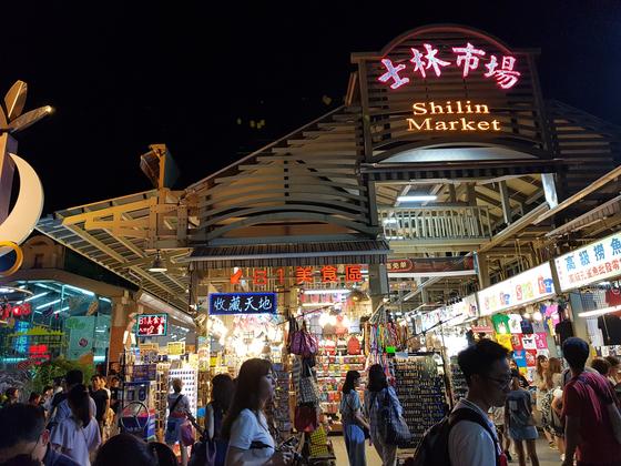 상상할 수 있는 모든 야식이 만날 수 있는 타이완 타이베이 스린야시장(士林夜市). [사진 박상주]