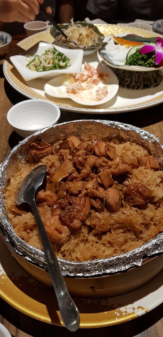 타이난의 별미 볶음밥. 중화요리는 타이완에 와서 색다른 맛으로 재창조된다. [사진 박상주]