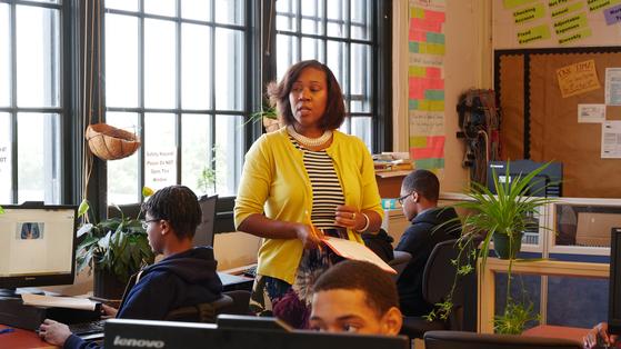 지난 24일 미국 뉴욕 브루클린 크라운 하이츠 지역의 P-TECH에서 11학년 '비즈니스 원리' 수업이 열리고 있다. [사진 공성룡]