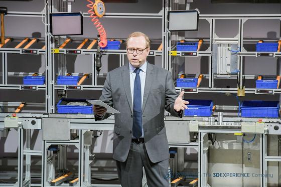 기욤 방드루 다쏘시스템 델미아 사업 부문 대표가 '경험 시대에서의 제조업' 콘퍼런스에 참여해 연설하고 있다. [사진 다쏘시스템]