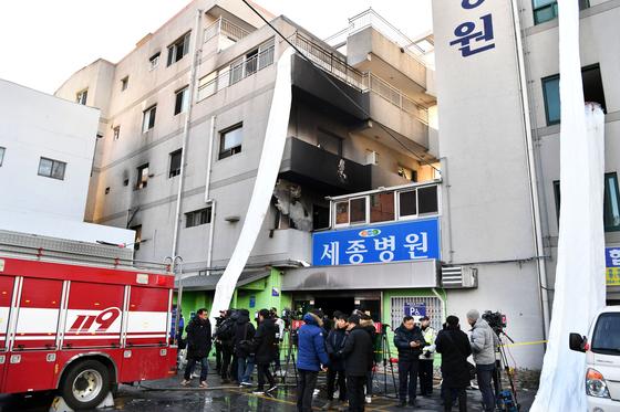 지난 1월 37명의 사망자를 낸 밀양 세종병원 화재현장.