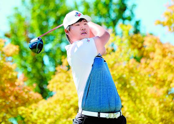 2018~19 PGA 투어 개막전인 세이프웨이 오픈 마지막날 티샷하는 임성재. 그는 데뷔전에서 공동 4위에 오르며 1부 투어에서도 활약을 예고했다. [AFP=연합뉴스]